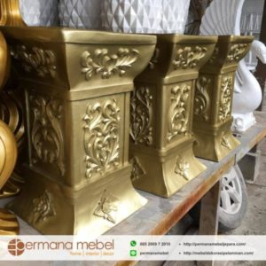 Pedestal Kayu Pot Bunga Ukir