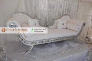 Sofa Pelaminan Klasik Putih