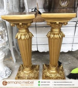 Pilar Kayu Dekor Daun Gold
