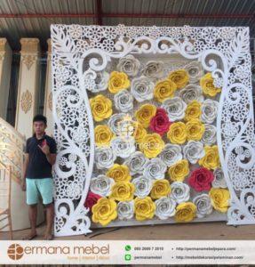 Photo Booth Ukir Kombinasi Bunga Karet